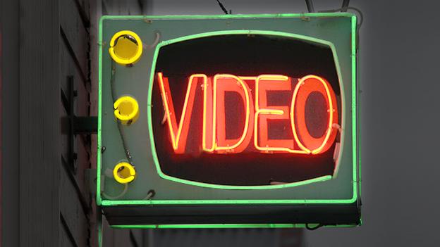 Anúncios TV e anúncios de vídeo online.